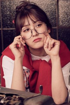 Happy birthday to the lovely Jeon So-mi (English name: Ennik Somi Douma) (Somi). Former vocalist, center, and maknae for the project group I.I (Ideal Of Idol). * She was born in Canada and is Dutch-Canadian/Korean. Bangs And Glasses, Girls With Glasses, Korean Beauty Girls, K Wallpaper, Jeon Somi, Korean Celebrities, Seulgi, Ulzzang Girl, Korean Singer