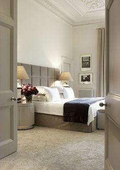 chambre a coucher beige blanc noir, avec quelle couleur associer le gris