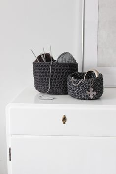 Diy Crocheted Baskets | NimiDesign  Great video tutorial and written pattern---GREY AND PURPLE WITH SOME SILVER OR SHIMMER?!?!?  :)