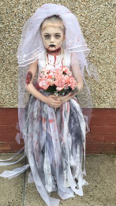 Halloween zombie bride kids fancy dress More Halloween Zombie, Scary Girl Halloween Costumes, Diy Zombie Kostüm, Girl Zombie Costume, Halloween Outfits For Kids, Vampire Costume Kids, Zombie Makeup For Kids, Zombie Bride Makeup, Halloween Makeup For Kids