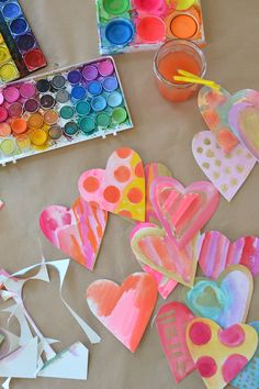 Watercolor Valentine Hearts : This is the simple and quick way we make watercolor hearts in our house that have a clean edge. A very simple way to make a bunch of watercolor hearts quickly with a clean edge. Kinder Valentines, My Funny Valentine, Homemade Valentines, Valentine Day Love, Valentines For Kids, Valentine Day Crafts, Holiday Crafts, Printable Valentine, Valentine Wreath