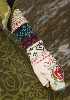 """""""Gry"""" fingerless gloves in eco-cotton – Norway – GUDRUN SJÖDÉN – Webshop, mail order and boutiques   Colourful clothes and home textiles in natural materials."""