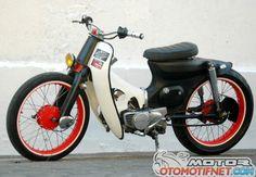 Duet Honda Street Cub Solo, Blink-Blink VS Ngedoff Honda Scooters, Honda Bikes, Motor Scooters, Honda Motorcycles, Vintage Motorcycles, Cars And Motorcycles, Honda Cub, Custom Moped, Custom Bikes