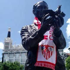 Madrid - #sfcparis #estatuassevillistas #sevillafc #garcialorca #estatua #igersmadrid #vamosmisevilla