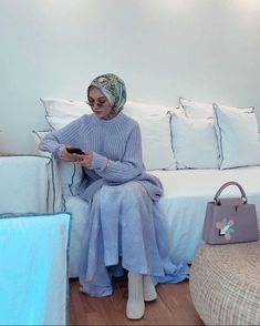 Keeping myself cosy in this lavender knitwear and skirt from Michael Kors and wearing the scarf and bag from . Modern Hijab Fashion, Hijab Fashion Inspiration, Muslim Fashion, Modest Fashion, Burqa Designs, Abaya Designs, Casual Hijab Outfit, Hijab Chic, Hijab Stile