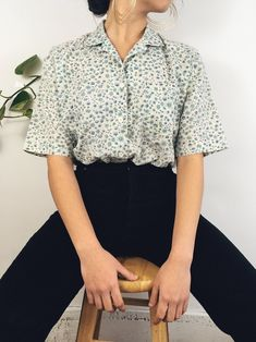 A precious short sleeve with an adorable floral print. vintage fashion 90s, vintage fashion 1950s, vintage clothes women, retro fashion 90s, women fashion casual, vintage outfits 50s, spring outfits for teen girls, retro fashion teens, cute outfits for teen girls, retro aesthetic, trendy outfits, hipster fashion, vintage outfits 50s, outfit ideas for women, short sleeve vintage