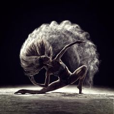 Amazing Poetic Portraits of Dancers and Acrobats