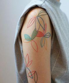 10 Minimalist Tattoo Designs For Your First Tattoo - Spat Starctic Retro Tattoos, Unique Tattoos, Beautiful Tattoos, Small Tattoos, Awesome Tattoos, Random Tattoos, Girl Arm Tattoos, Body Art Tattoos, New Tattoos