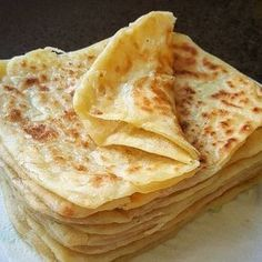 Afbeelding kan bevatten: voedsel - Apocalypse Now And Then Paratha Recipes, Good Food, Yummy Food, Comfort Food, Breakfast Items, Turkish Recipes, Galette, Snacks, Empanadas