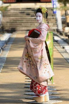 November 2014: first year maiko Ichiharu by NAKAYOSHI - BLOG Ichiharu debuted this year from Nakagishi okiya in Gion Kobu. She instantly became popular, maybe because her big sister is famous geiko Ichiyuri?