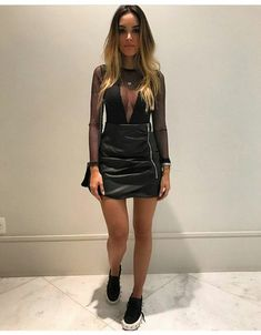 10 outfits con tenis para salir en la noche - Mujer de 10 Source by figueroastefany noche Boho Outfits, Hipster Outfits, Night Outfits, Fashion Outfits, Womens Fashion, Outfit Night, Fashion Fashion, Casual Night Out Outfit, Trendy Outfits