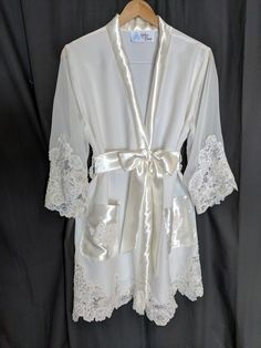 Transform your wedding gown into bridal gifts & keepsakes. Create gifts for the new bride, dresses for your granddaughter, and items to display in your home. Wedding Dress Quilt, Old Wedding Dresses, Formal Dresses For Weddings, Bridal Dresses, Wedding Gowns, Recycled Wedding, Mom Dress, Linens And Lace, Wedding Keepsakes