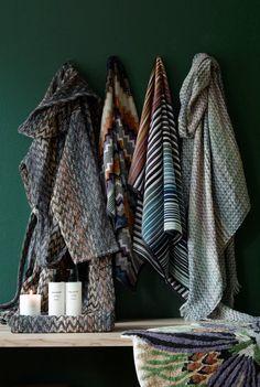 Laadukkaat kylpytuotteet ja suomalainen design sopivat niin kyläpaikan joulutuliaisiksi kuin vannoutuneen kylpijän pakettiinkin. Bathroom Ideas, Blanket, Design, Blankets, Cover, Comforters, Decorating Bathrooms