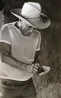 PICASSO CHEZ MADOURA, VALLAURIS ~ 'Picasso at his home in Vallauris France' (1967) - photo Lucien Clergue.  Great straw hat!