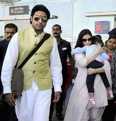 Actor couple Abhishek Bachchan and Aishwarya with their daughter Aradhya arrive in Bhopal to attend a marriage function. ■ Photo: PTI
