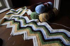 Zig Zag Crochet Blanket Pattern for beginners.