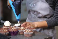 Koekedoor Tara se resep vir sjokolade-kolwyntjies. How To Read A Recipe, More Cupcakes, South African Recipes, Treat Yourself, Icing, Sweet Treats, Good Food, Birthday Cake, Snacks