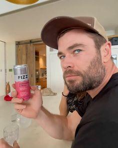 Chris Hemsworth Kids, Hemsworth Brothers, Male Pose Reference, Casting Pics, Avengers Cast, Richard Madden, Man Thing Marvel, Natalie Portman, Celebs