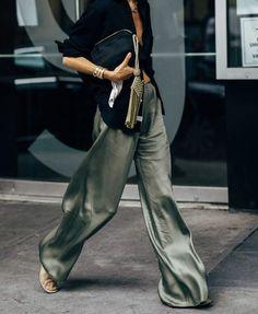 Fashion Gone rouge Women Fashion Street Style Outfits, Mode Outfits, Fashion Outfits, Style Fashion, Travel Outfits, Punk Fashion, Wide Leg Pants Street Style, Casual Outfits, Green Fashion