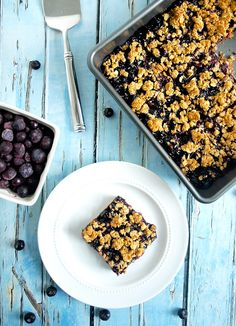 14. Vegan Blueberry Oat Bars #healthy #fruit #snacks http://greatist.com/health/healthy-snack-recipes-fruit