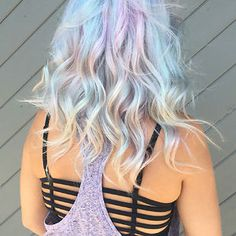 It is the beautiful hair that enhances the personality. And 2017 is the time of holographic hair. This talented hairstylist from Ross Michaels Hair Salon introduced this holographic hair color trend. Opal Hair, Hair Shades, Dye My Hair, Mermaid Hair, Grunge Hair, Crazy Hair, Pretty Hairstyles, Summer Hairstyles, Hair Trends