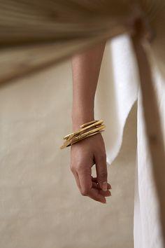 Jewelry Model, Photo Jewelry, Fashion Jewelry, Jewelry Box, Jewelry Necklaces, Gold Necklace, Fashion Fotografie, Jewelry Accessories, Jewelry Design