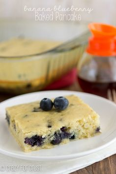 Blueberry Banana Baked Pancake - easy to make and great for quick mornings! Hmmmm I will have to try this one, I love blueberries. Baked Pancakes, Pancakes Easy, Waffles, Making Pancakes, Brunch Recipes, Breakfast Recipes, Breakfast Options, What's For Breakfast, Pancake Breakfast