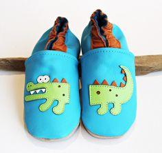Hausschuhe Lederpuschen Krabbelschuhe     von Krabbelschuhe Babyschuhe Lederpuschen  von Engel + Piraten. Freche Designs für coole Mini-Kids ! auf DaWanda.com