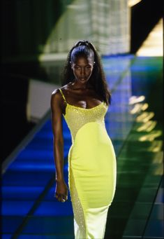 Versace Fall 1996 Ready-to-Wear Fashion Show Details: See detail photos for Versace Fall 1996 Ready-to-Wear collection. Look 67 Style Couture, Couture Fashion, Runway Fashion, Fashion Models, Versace Fashion, Latex Fashion, 2000s Fashion, High Fashion, Fashion Show