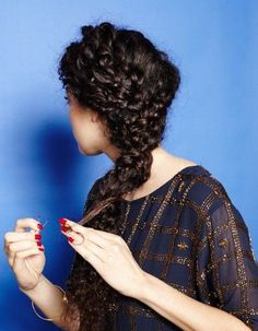 Coiffure cheveux frisés longs