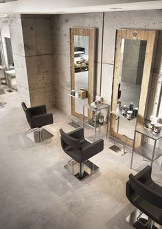 LE DESIGN à PRIX ACCESSIBLE » PIETRANERA SRL- inspiration for floor length mirrors and spaced out salon areas