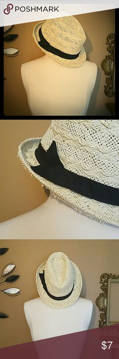 Straw fedora Cream colored straw fedora with black band. Small bow on right side shown in second photo. Great for warmer weather. Accessories Hats
