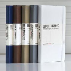 Gama de colores marrones, azules, grises y blancos. Creatividad y diseño en todas tus notas.