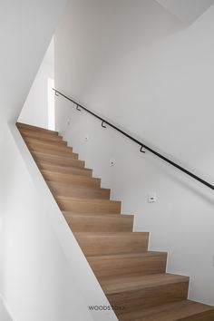 Stair Decor, Interior Stair Railing, Railing Design, Staircase Design, House Staircase, Modern Staircase, Stairs In Living Room, Log Home Living, Wooden Stairs