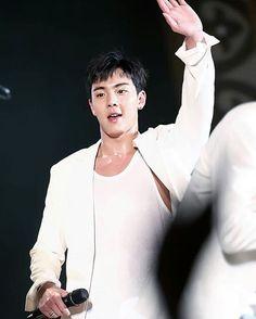 he is like 👋 and im like 😀🔫 - 🌸#shownu#셔누#MonstaX#kpop#몬스타엑스 #SonHyunwoo#jooheon#minhyuk#wonho#kihyun  #changkyun#hyungwon#monbebe#몬베베 🌸 cr. show you