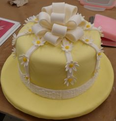 fondant cakes | Fondant cake with fondant bow and daisies — First Time Cakes