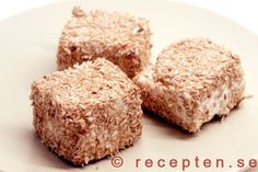 Kokosmums / Gräddbullar - Baka klassiska kokosmums eller gräddbullar. Goda, gräddiga och fluffiga. Mycket enkla att göra med detta recept.