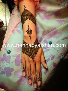 Mehndi Design Modern Henna, Unique Henna, Unique Mehndi Designs, Beautiful Henna Designs, Bridal Mehndi Designs, Mehndi Tattoo, Henna Tattoo Designs, Henna Mehndi, Henna Tattoos