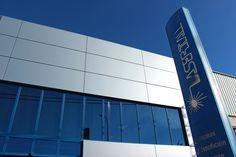 Por si todavía no sabéis dónde están las oficinas y la fábrica de Lasertall, aquí podéis ver dónde encontrarnos y cómo contactar con nosotros para encargar tus pedidos: http://www.lasertall.com/contacto/