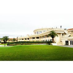 What I love about America is the size of everything - from their food to their housing - everything is super sized full of grandeur and screaming luxury  #trumpdoral #travelgram #worklife #hotel by aleksa.lipa #TrumpDoral
