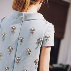 Might be hard to sit down, but looks pretty Fashion Mode, Look Fashion, High Fashion, Womens Fashion, Couture Details, Fashion Details, Fashion Design, Look 2018, Glamour