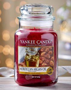 Moroccan Argan Oil es uno de los aromas de la colección limitada Grand Bazaar de Yankee Candle. El exótico aroma del aceite de argán se entremezcla con notas de pachulí y sándalo, creando un ambiente único y acogedor. Si buscas una fragancia exótica para acompañarte en tus momentos de relajación, no te equivocarás con ésta.