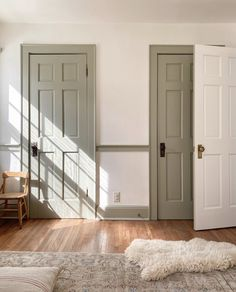 Our New Home Tour – The Before - Elizabeth Street Post Interior Trim, Interior And Exterior, Country Interior, Interior Colors, Classic Interior, Interior Walls, Casa Real, Painting Trim, Trim Color