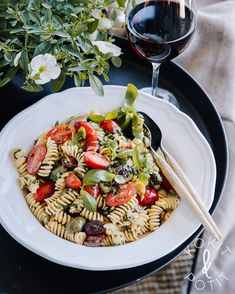 Pastasalaatti Fusilli, Summer Food, Vinaigrette, Eating Well, Summer Recipes, Mozzarella, Pasta Salad, Pesto, Food Ideas