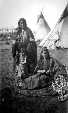 Arapaho women and child – 1893