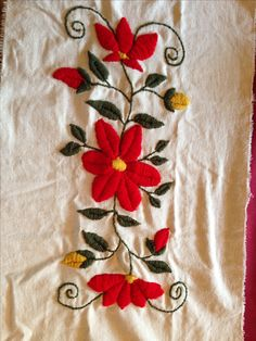 Alumnas-Nani Bordado a Mano Mexican Embroidery, Hand Embroidery Flowers, Silk Ribbon Embroidery, Embroidered Flowers, Embroidery Needles, Cross Stitch Embroidery, Embroidery Patterns, Cross Stitch Patterns, Crazy Quilting