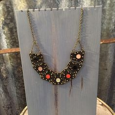"""Gorgeous Unique Statement Necklace Gorgeous Unique Statement Necklace in good condition. Necklace is 18""""-21"""" adjustable. Don't pass this beauty up. Thanks for looking.❤️❤️❤️ Jewelry Necklaces"""