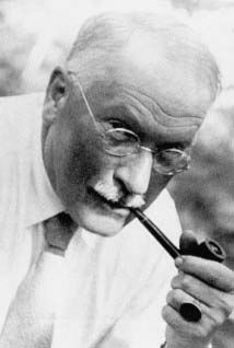 The difference between a good life and a bad life is how well you walk through the fire. » Carl Gustav Jung
