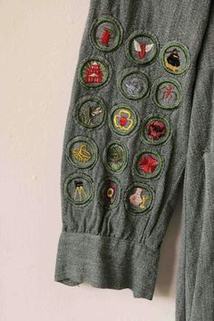 Vintage scout's dress      vtg 40s Girl Scouts dress with loads of patches and insignia, size xs-s