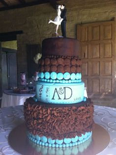 The delicious cake, two flavors; chocolate/arequipe and amapola/chocolate